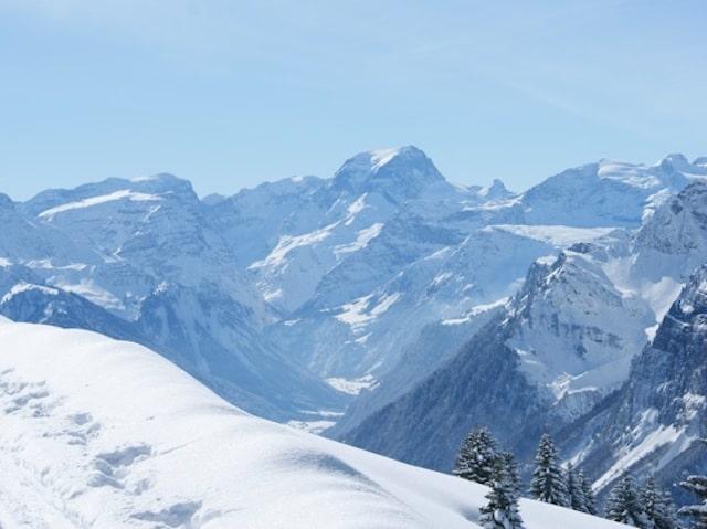 Fronalp Schneeschuh- und Winter-Wanderweg - Blick auf TödiFronalp Schneeschuh- und Winter-Wanderweg - Blick auf Tödi