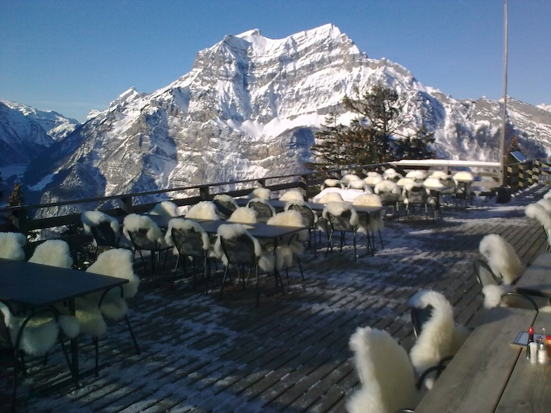 Berggasthaus Natufreundehaus Fronalp - Terrasse im Winter