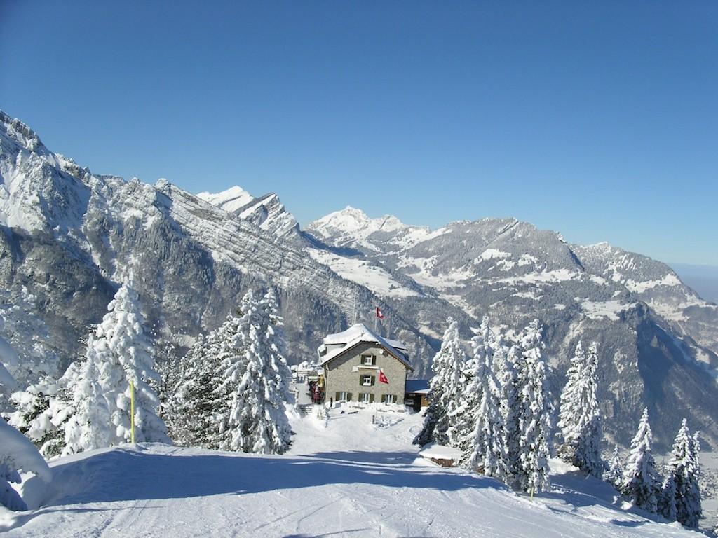 Berggathaus Naturfreundehaus Fronalp im Winter