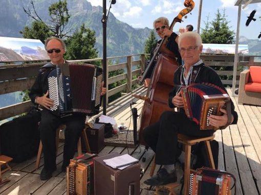Stubete mit Schwyzerörgeli-Trio ST Gufelgruess