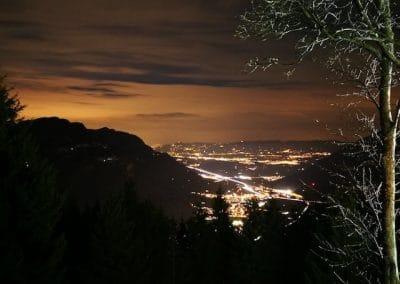 Aussicht Nachts auf Glarus Nord und die Linthebene