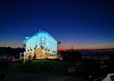 Naturfreundehaus beleuchtet von Lichtkünstler Gerry Hofstetter