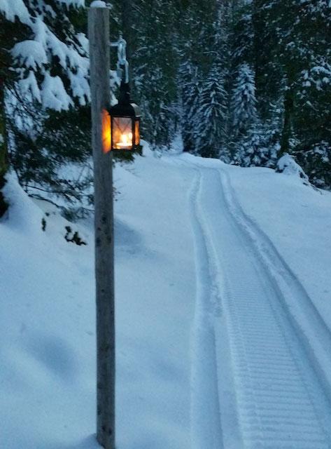 Laternenweg-Fondue Schneeschuh-Wanderung Chängelboden (Mullern) – Fondue-Hütte Mullern