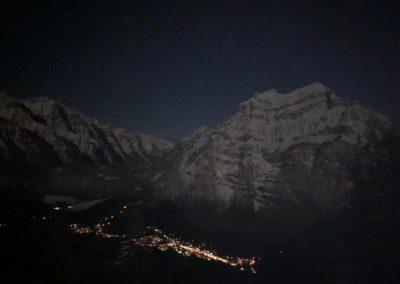 Blick von der Terrasse Naturfreundehaus auf Netstal bei Mondschein
