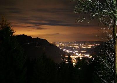Aussicht bei Nacht auf die Linthebene