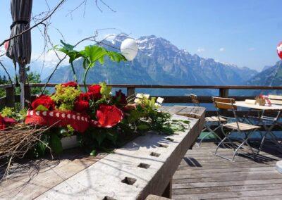 Dekoration und Aussicht nach Glarus Mitte und Süd