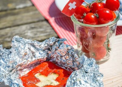 Tomaten mit Schweizerkreuz