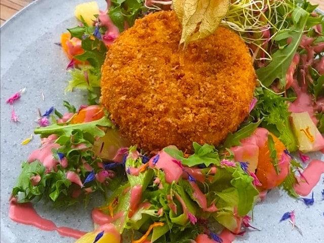 Sommersalat mit Camembert