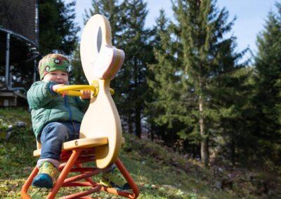 Spielplatz Kind auf Wipptierli